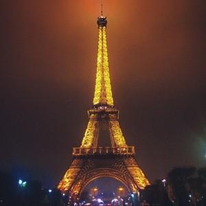 La Tour Eiffel illumine la nuit, novembre 2014.